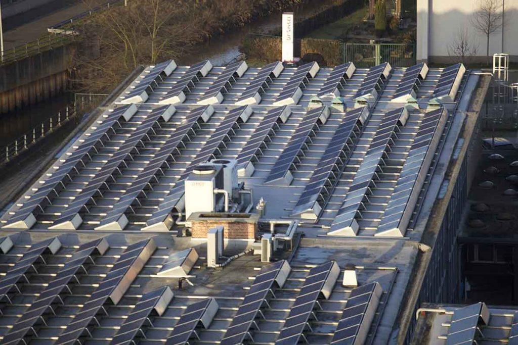 techo con paneles solares en tarifa gdmth