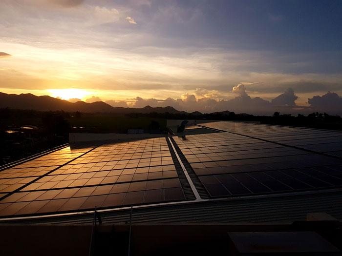 paneles solares en atardecer leon gto